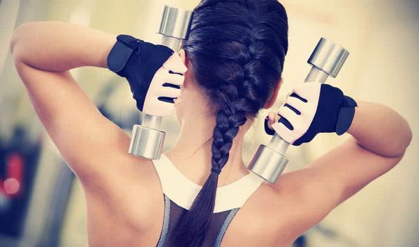 Упражнения для девушек с гантелями
