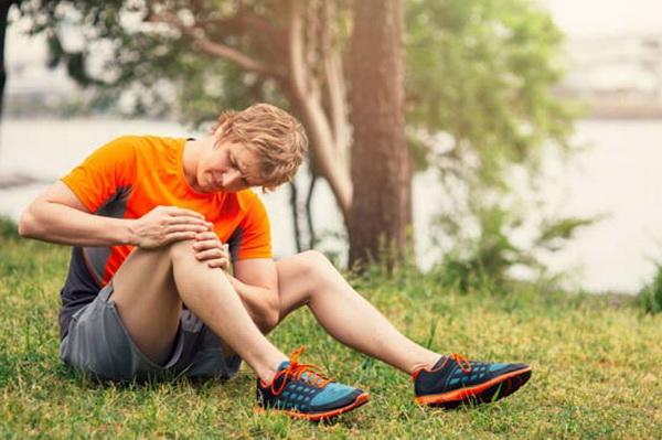почему болят колени после приседаний