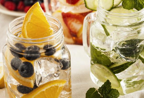 какие продукты выводят воду из организма правильно