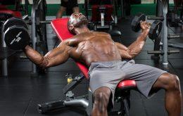 упражнения с гантелями на грудные мышцы